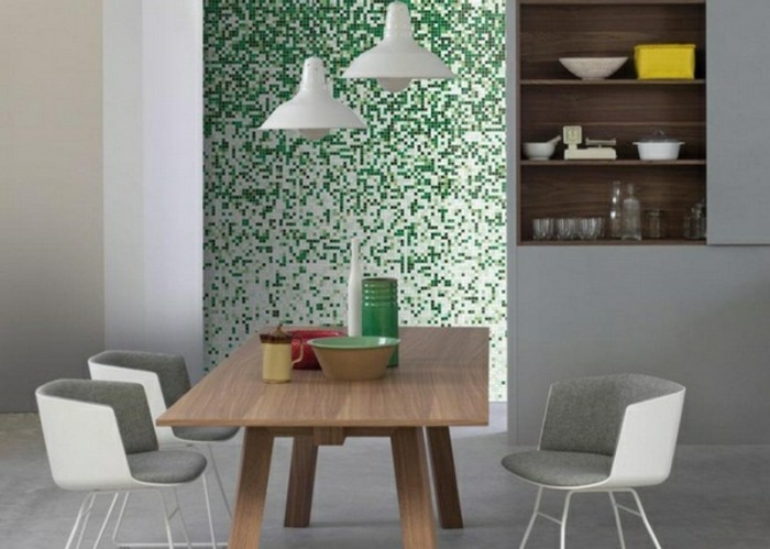 Fliesen-verkleiden-in-grünem-Mosaik