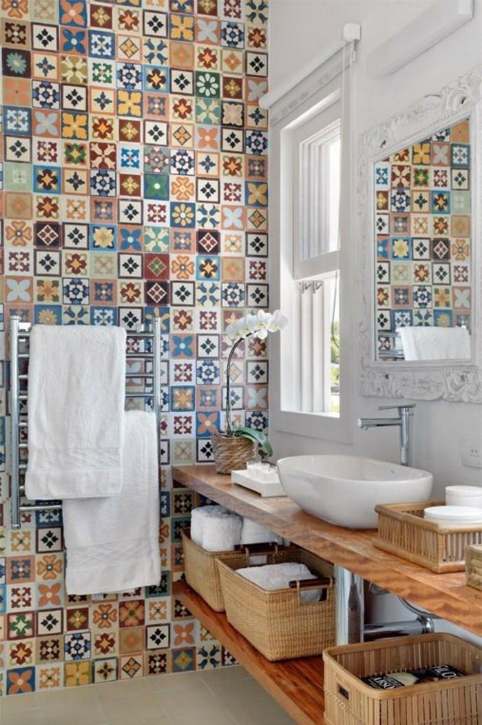 Badezimmer Verschönern Deko  Fliesen in Badezimmer mit Blumen