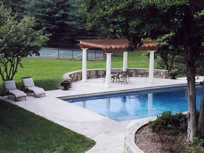 Garten-pergola-am-schwimbad