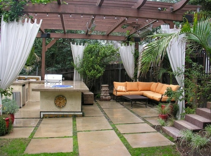 Garten-pergola-mit-baldachin-sichtschutz