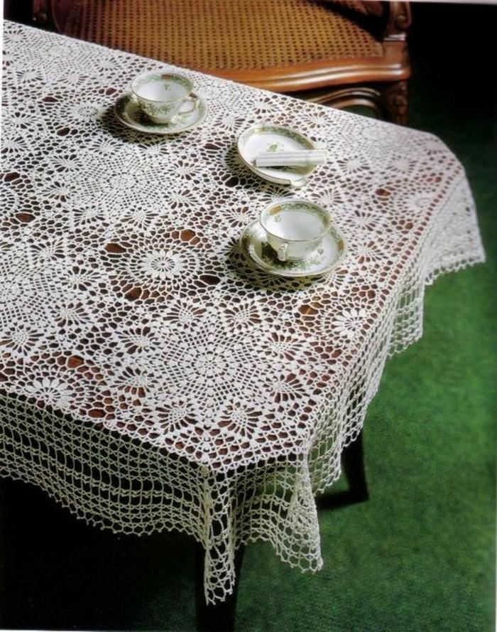Gehäkelte-Tischdecke-für-Tisch-zum-Tee