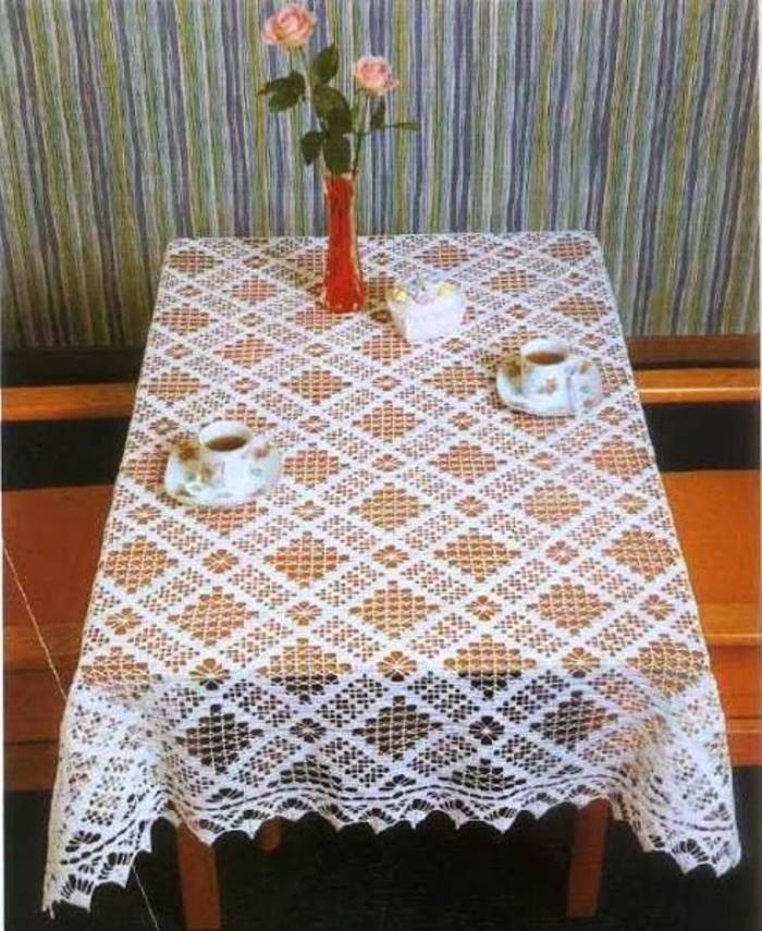 Gehäkelte-Tischdecke-nicht-nur-runde-Tische