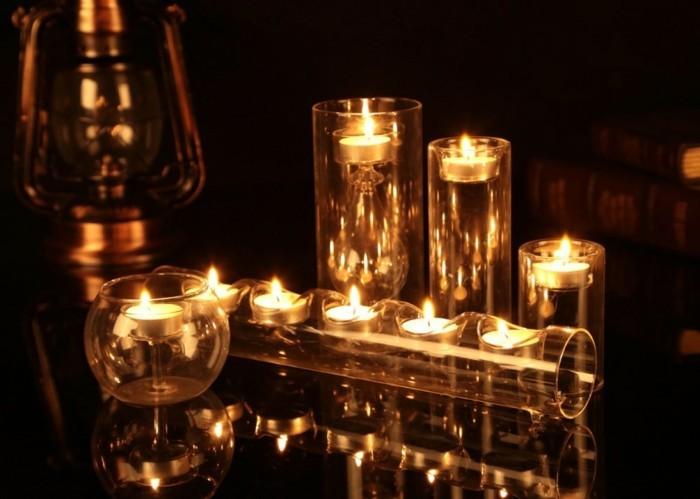 Gläser-für-Kerzen-mit-goldenem-Licht