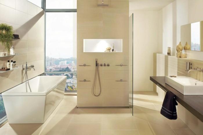 Italienische Badezimmer Ideen : viele Duschen in Badezimmer mit italienischen Fliesen