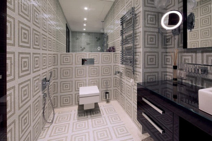 Italienische-Badfliesen-mit-vielen-Quadraten