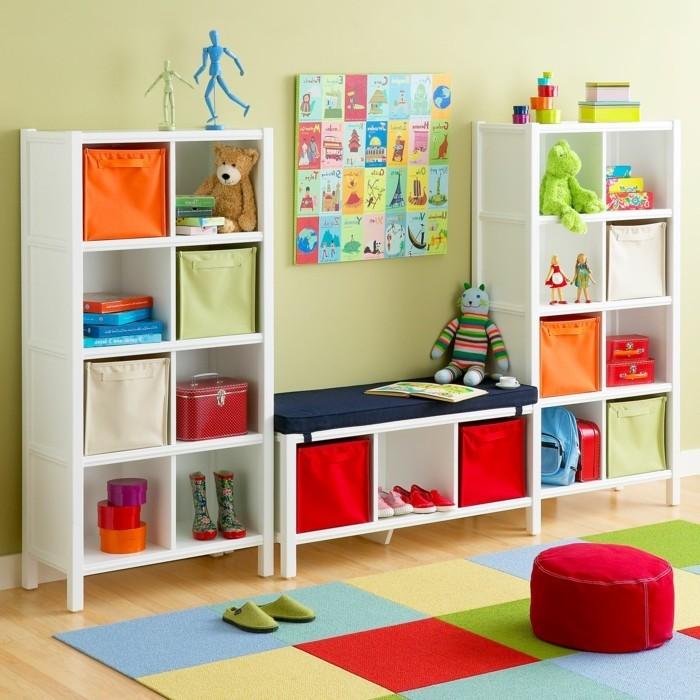 Kinderzimmer-Ideen-mit-einem-Regalsystem
