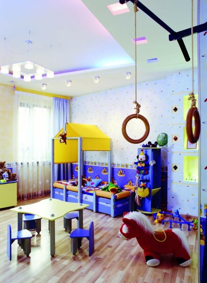Kinderzimmer-Junge-viel-Platz-zum-Spielen