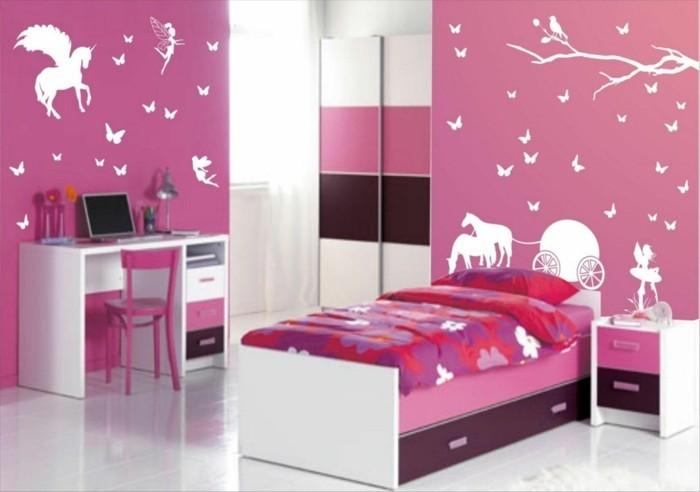 Kinderzimmer-Mädchen-mit-Märchen-Motive