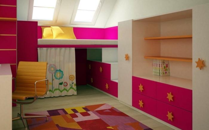 Kinderzimmer-Mädchen-mit-einem-Vorhang