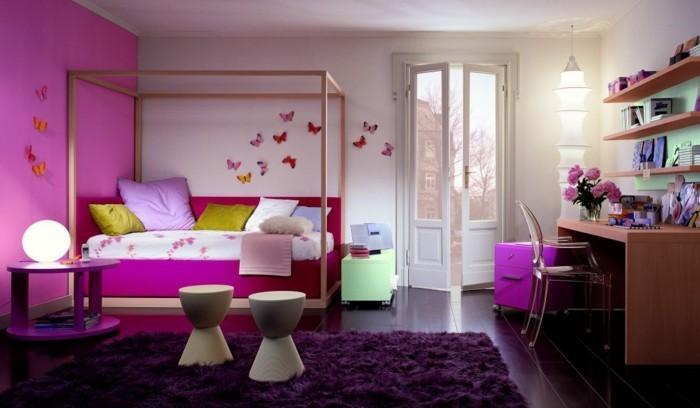 Kinderzimmer-Mädchen-mit-vielen-Schmetterlingen