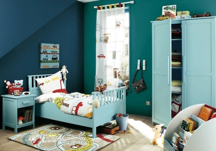 Kinderzimmergestaltung-mit-einer-Autobahn-für-die-Spielzeuge