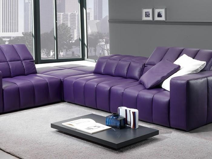 Lila-Farbe-Sofa-darin-gepolstert