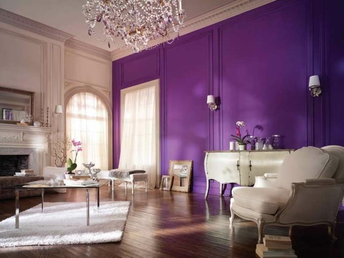 Lila-Zimmer-mit-großen-Fenster