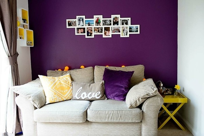Lila-Zimmer-mit-vielen-Fotos