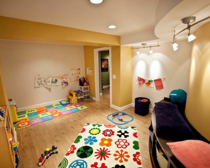 Mädchen-Kinderzimmer-mit-Spielen-als-Teppich