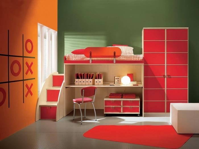 Mädchen-Kinderzimmer-mit-Spielen-an-der-Wand