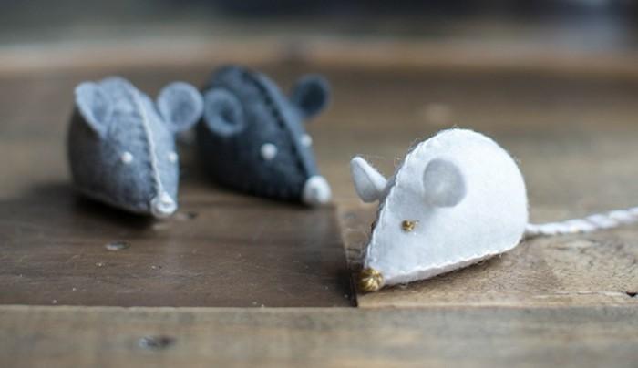 Mäuse-basteln-Spielzeuge-für-die-Katze-von-nah