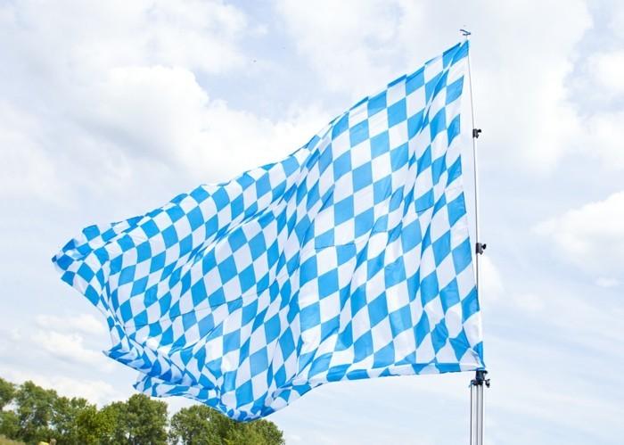 Oktoberfest-Artikel-die-bayerische-Flagge