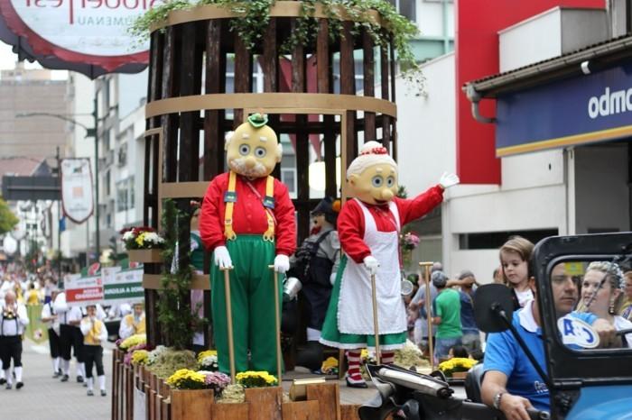 Oktoberfest-Bilder-Opa-und-Omi