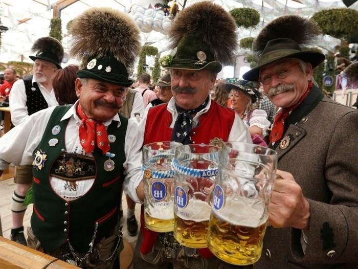 Oktoberfest-Bilder-der-Brauch-zu-Kleidern