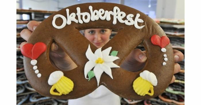 Oktoberfest-Party-Brezel-aus-Pappe