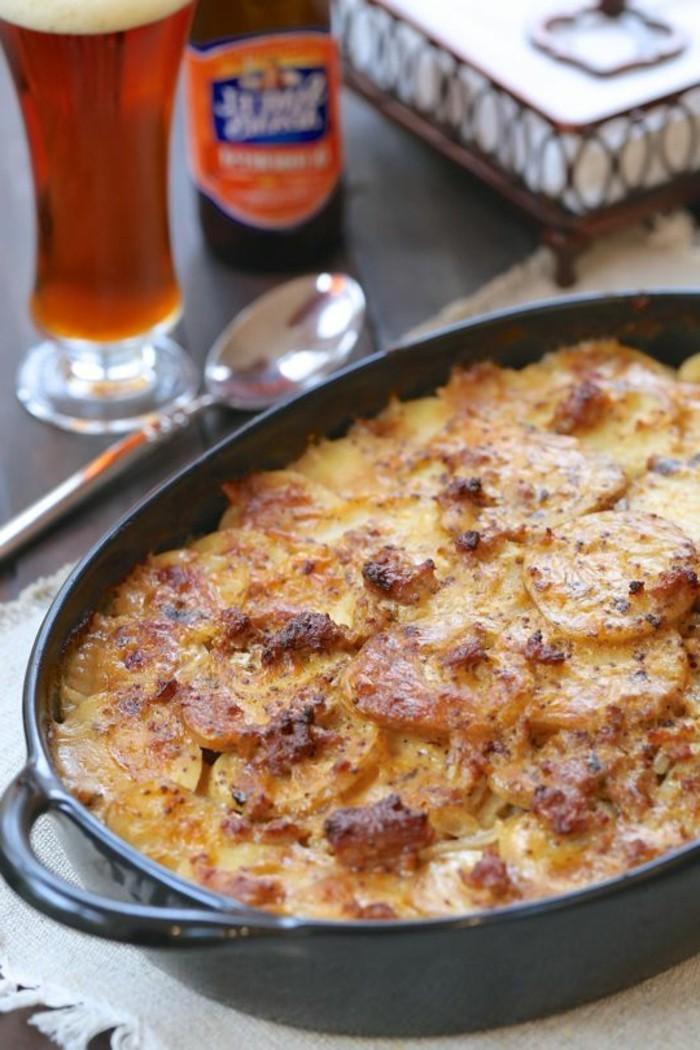 Oktoberfest-Spezialitäten-Gericht-mit-Kartoffel