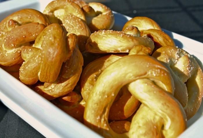 Rezepte-zum-Oktoberfest-Brezel-mit-Sesam