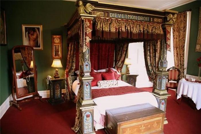 Rotes-Schlafzimmer-Design-Ein-kreatives-Interieur