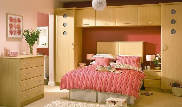 Rotes-Schlafzimmer-Design-Eine-coole-Dekoration
