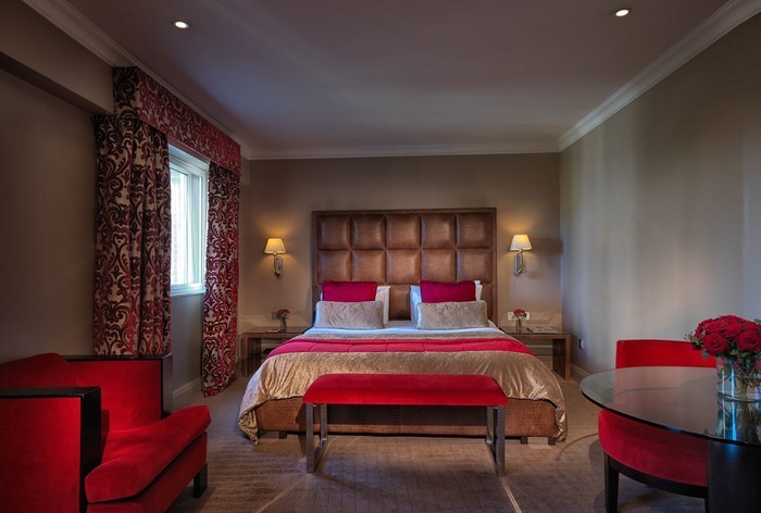 Rotes-Schlafzimmer-Design-Eine-kreative-Ausstattung