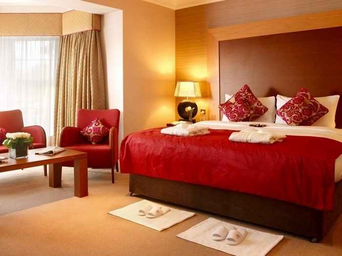 Rotes-Schlafzimmer-Design-Eine-moderne-Dekoration