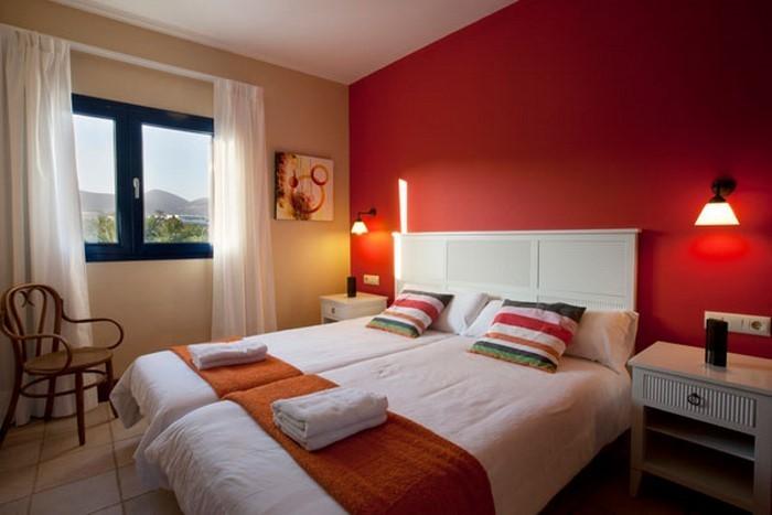 Rotes-Schlafzimmer-Design-Eine-verblüffende-Ausstrahlung