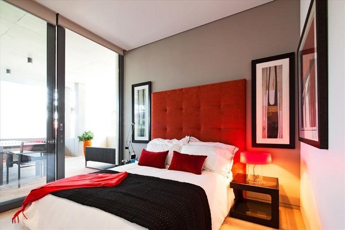 rotes schlafzimmer design das sinnliche rot. Black Bedroom Furniture Sets. Home Design Ideas