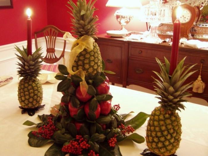 Schöne-Tischdekoration-Ananas-als-Kerzenständer