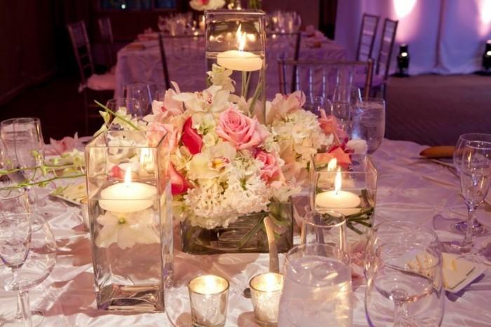 Schöne-Tischdekoration-die-Kerzen-sind-akzent