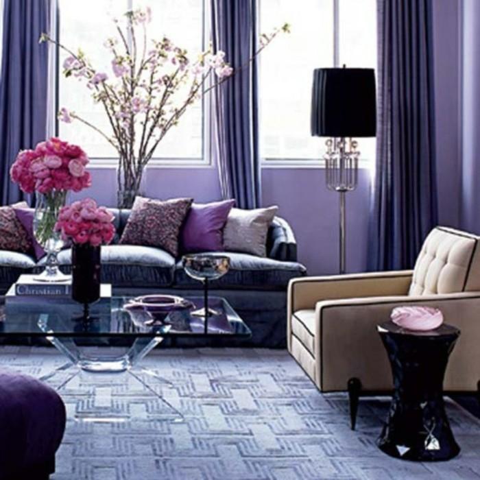 Schöne-Zimmer-Ideen-lila-Kissen