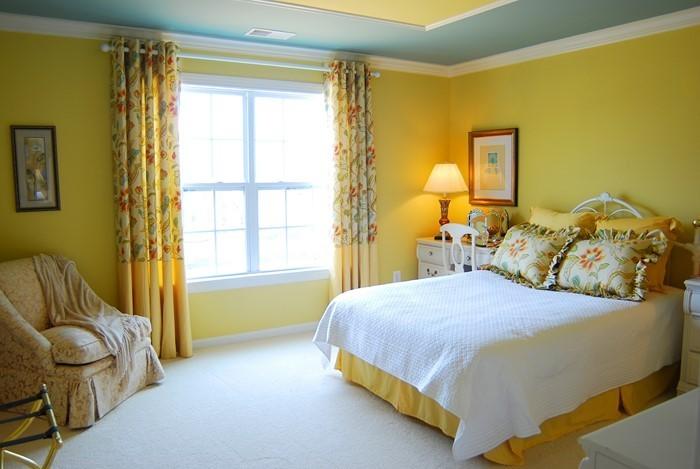 Schlafzimmer-farblich-gestalten-mit-Gelb-Ein-außergewöhnliches-Interieur
