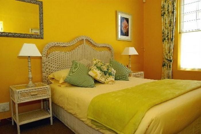 Schlafzimmer-farblich-gestalten-mit-Gelb-Eine-außergewöhnliche-Deko