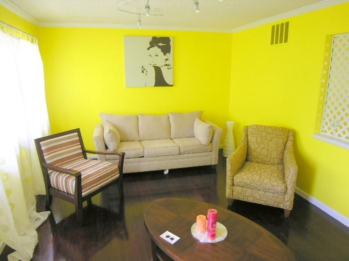 Schlafzimmer-farblich-gestalten-mit-Gelb-Eine-auffällige-Entscheidung