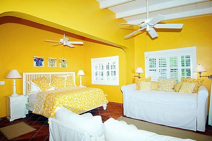 Schlafzimmer-farblich-gestalten-mit-Gelb-Eine-coole-Deko