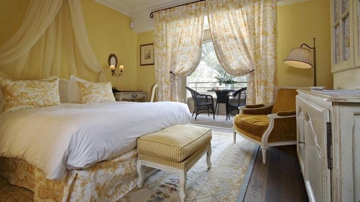 Schlafzimmer-farblich-gestalten-mit-Gelb-Eine-tolle-Deko