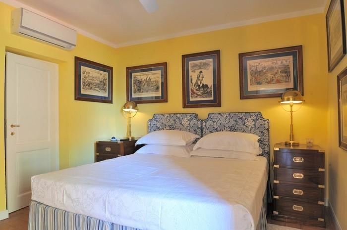 Schlafzimmer-farblich-gestalten-mit-Gelb-Eine-tolle-Dekoration