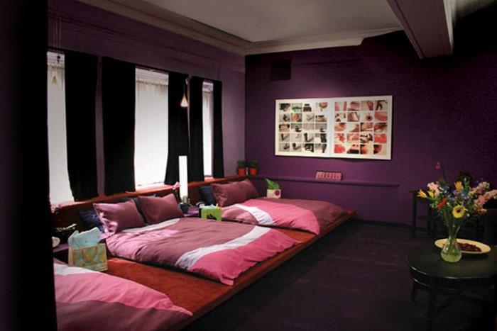 Schlafzimmer-lila-Ein-außergewöhnliches-Interieur
