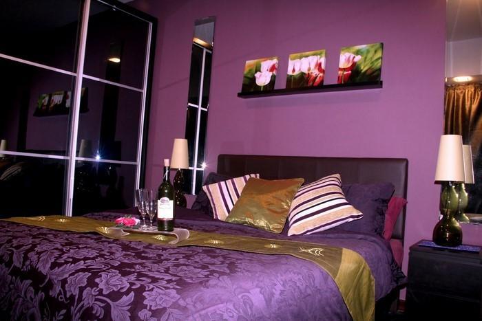 Schlafzimmer-lila-Ein-auffälliges-Design