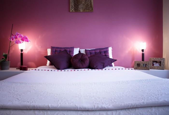 Schlafzimmer-lila-Eine-auffällige-Ausstrahlung