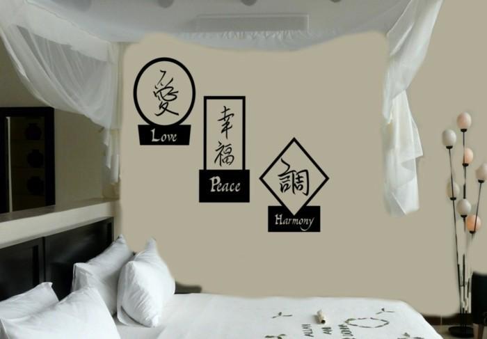 Schlafzimmer-nach-Feng-Shui-mit-Aufschriften