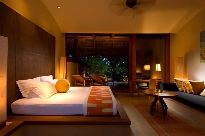 Schlafzimmer-orange-Eine-moderne-Еinrichtung