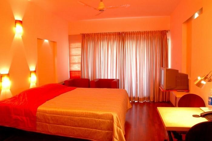 schlafzimmer in orange einrichten und dekorieren. Black Bedroom Furniture Sets. Home Design Ideas