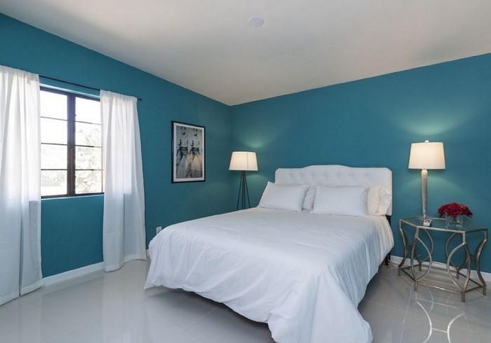 Schlafzimmereinrichtung-in-Blau-Ein-kreatives-Interieur