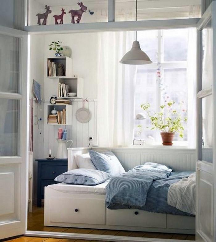 Schlafzimmereinrichtung-in-Blau-Eine-auffällige-Atmosphäre